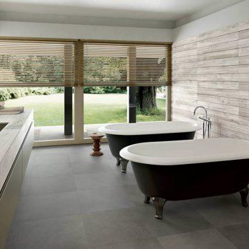 bagno-effetto-legno-chiaro