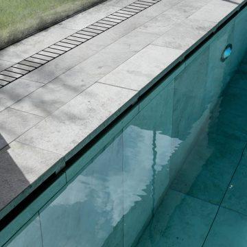 bordo-piscina-effetto-pietra