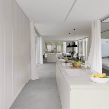 cucina-bianca-gres-porcellanato