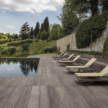 pavimentazione-piscina-effetto-legno