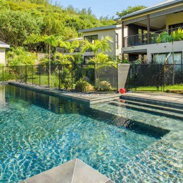piastrelle-piscina-acqua-verde