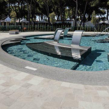 piscina-mosaico-effetto-pietra