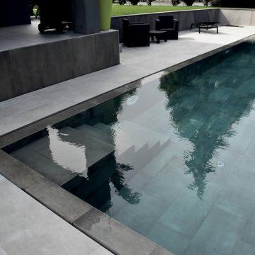 scale-bordo-piscina-effetto-cemento